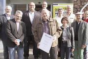 Vorstandsteam – unter anderem mit Peter Schlär (3. v. l.), Oskar Breuning  (4. v. li.) und Verbandsgeschäftsführerin Ute Sagebiel-Hannich.
