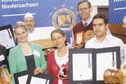 Zusammen stärken sie ihre Region: Axel und Jennifer Tönjes (von links), Torsten Hacke, Gabrielle, Thomas und Samuel Meyer, Petra Rempe.