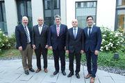 Stabübergabe an den neu gewählten Vorstand (v. l.): Wilko Quante, Gerrit Rosch, Christof Crone, Karl Schmitz und  Stephan Schwind.