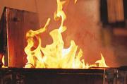 Speiseöl kann sich selbst entzünden. Brennt Öl, müssen entsprechende Löschmaßnahmen eingeleitet werden, um die Sicherheit der Mitarbeiter zu gewährleisten und hohe Kosten durch einen Brand zu vermeiden.