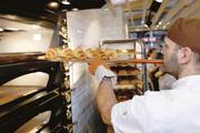Das optische Erscheinungsbild dieses Ladenbackofens wirkt traditionell, doch im Hintergrund des Ofens sorgen komplexe Steuerungen für energiesparende Abläufe.