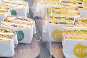 Pflichtbestückung für die Snacktheke in der Bäckerei: vegane und vegetarische Angebote.