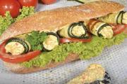 Pfiffige Rezeptidee: Kurz gebratene Zucchini-Röllchen  mit veganem BÄKO Brotaufstrich & Dip Gemüse Typ Farmer.