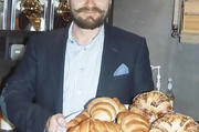Geschäftsführer Daniel Hagl im Café an der Leopoldstraße.