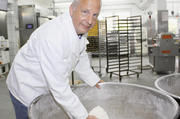 Stefan Walther und sein Team produzieren täglich um die 30.000 Brötchen.