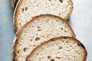Acrylamid entsteht bei trockener Erhitzung von Stärke, deshalb ist bei kräftig gebackenem Brot auf eine gute Herstellungspraxis zu achten.