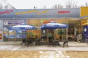 """Wer immer schon mal wissen wollte, wie der Name einer bayerischen Bierbrauerei auf chinesisch aussieht, ist bei """"Andy's German Bakery"""" richtig."""
