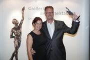 Wolfgang Pfeifle und seine Frau Heidi mit dem
