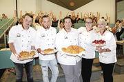 Die Preisträger mit ihren Gebäcken (von links): Joshua Schleuter, Michael Potempa, Andy Daebel, Henrieke Hürter und Anke Wolfschmidt.