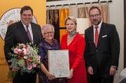 VDG-Hauptgeschäftsführer Armin Juncker, Brotsenatorin Gretel Weiß, VDG-Präsidentin Ulrike Detmers und Bernd Biehl (Lebensmittelzeitung) bei der Jahrestagung (von links).