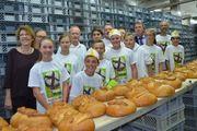 Konfirmanden aus Baden-Württemberg backen zu Gunsten von Kinder- und Jugendbildungsprojekten.