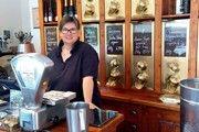 Schön eingerichtet: Christiane Hattingen versteht sich in ihrem Kaffeekontor in Bonn aufs Genießen