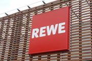 Rewe hat die Genehmigung vom Bundeskartellamt erhalten, Coop zu kaufen. Wettbewerbsprobleme stehen der Abwicklung des Geschäfts aber noch im Weg.