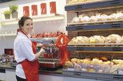 Exquisite Kaffeespezialtäten ergänzen das Gebäckangebot und sorgen für eine längere Verweildauer im Gastro-Bereich.