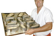 Bäckermeister Richard Kling backt seine Stollen nach einem alten Familienrezept.