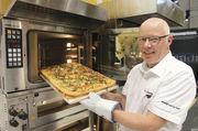 Ob Nudelauflauf, Lasagne oder Pizza – mit an das Bäckereisortiment angepassten Gerichten können Bäcker auch beim Mittagstisch mit ihrer Kompetenz punkten.