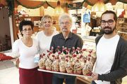 Fast Familiensache (v.l.): Jutta Gramentz, Verkäuferin Kerstin Meier, Detlef und Michael Gramentz.
