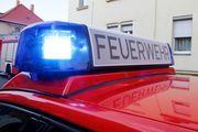 Die Schaufensterfront einer Bäckerei wurde bei einem Autounfall komplett zerstört. Nach Angaben der Feuerwehr wurde niemand verletzt.