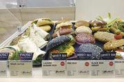 Das Burger-Prinzip: Der beliebte Snack schafft die Möglichkeit, dem Kunden verschiedene Gerichte anzubieten – Variationen sind beim Brötchen ebenso möglich wie beim Belag.