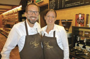Stephan und Nicole Bauer rösten den Kaffee selbst - auch die Backwaren überzeugen durch Einzigartigkeit.