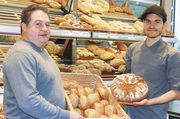 Jürgen Seidl (links) und Sohn Sebastian sehen eine hohe Gebäckqualität als Schlüssel für den Erfolg.
