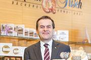 Firmenchef Josef Resch mit einer kleinen Auswahl der Produkte.