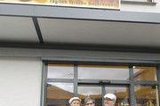Starkes Team (von links): Sandra, Doris und Kurt Salcher vor ihrem Betrieb in Unterlenningen.