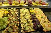 Zu den beliebten Snacks zählen auch heiße Backwaren.