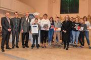 Der Hanns-Lilje-Stiftungspreis wurde stellvertretend für alle Konfirmanden, an die Gruppe der Luthergemeinde Hannover übergeben.
