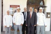 Fühlt sich wohl im Kreis der Bäcker: Bundeslandwirtschaftsminister Christian Schmidt (3. von rechts).