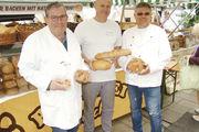 Nutzten den Leipziger Brotmarkt als Werbeplattform (von links): Bäckermeister Gerald Hofmann, Dirk Uttecht und Obermeister Jens Herzog .