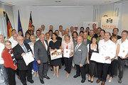 Die 19 Preisträger des Landesehrenpreises Bäckerhandwerk mit Offiziellen.