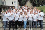 Daumen hoch fürs Handwerk. Die Abschlussklasse der Bäckermeister 2017.
