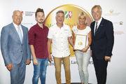 Ehrenpreis für einen engagierten Familienbetrieb (v.l.): Bernd Siebers, Landesinnungsminister BIV Rheinland, Nicolas Funken, Friedhelm Funken, Sabine Funken und Landwirtschaftsminister Johannes Remmel.