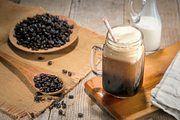 Mit Stickstoff versetzt, entsteht bei kalt gebrühtem Kaffee eine cremige Schaumkrone und ein süßer Geschmack.