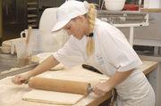Frauen in der Backstube - während der Ausbildung ein übliches, mit zunehmender Verantwortung immer selteneres Bild.