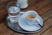 Nestlé forciert den eigenen Kaffee-Ausschank.