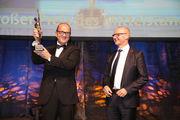 Inhaber Thomas Heuft (links) und Geschäftsführer Georg Rosenbach nehmen die Auszeichnung entgegen.
