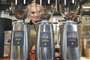 Kaffeebars wie die des Unternehmens Costa Coffee setzen auf hohe Qualität in Sachen Kaffee.