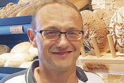 Michael Zollinger verkauft Bio-Brote aus Vollkornmehl, die ohne enzymhaltige Backmittel auskommen.