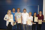 Sieger beim Landeswettbewerb: Juryvorsitzender Dietmar Brandes (Mitte) mit den Bäckern (v.l.) Carolin Geiger, Lukas Hein und Chris Rieß sowie den Verkäuferinnen Lena Pilger, Fadime Birgül und Katharina Ruppert.