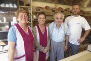 Familiensache (v. l.): Berta, Annette, Alfons und Mathias Bannholzer. Kaffee soll künftig eine größere Rolle übernehmen (kl. Foto).