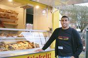 Enis Ayari stützt sich auf sein Geschäftskonzept - den Verkauf von Backwaren vom Vortag.