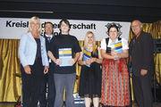 Die freigesprochenen Azubis (von links): Michael Bauer, Tanja Bauer und Marie Theresa Pichler sowie Obermeister Franz Gruber.