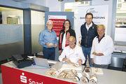 OM Max Artmeier (v.l.), Ulrike Peer, Prüfer Manfred Stiefel, Bäckermeister Markus Steinleitner und Organisator Walter Mergenthal.