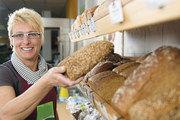 Wenn die Verkäuferin Brot mit der Hand anfasst, ist das hygienisch absolut unbedenklich.