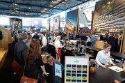 """Full House in der """"Kaffee-Halle""""  8:  mit namhaften Ausstellern und zahlreichen Besuchern – auch aus dem Bäckerhandwerk."""