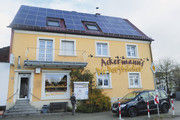Sonnenkraft: Fotovoltaikanlage auf dem Gebäude der Bäckerei.
