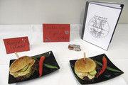 """Der """"Chicken Fire Figther"""" – ein Burger für die Feuerwehr."""