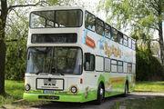 Mit diesem Bus, in dem auch gebacken werden kann, reist der Bäckman an.